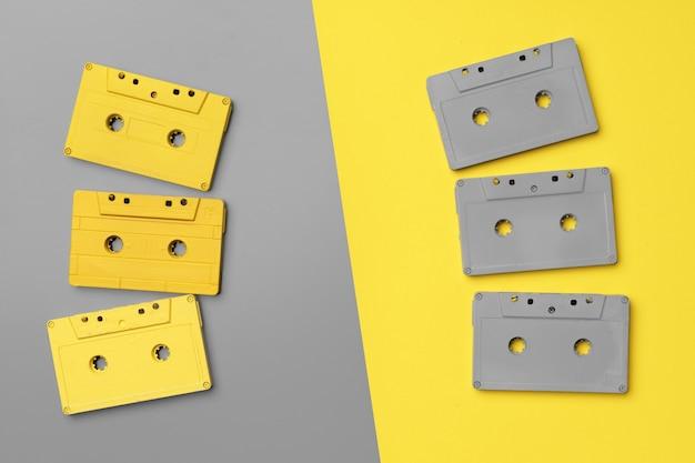 Audiokassetten auf grau und gelb