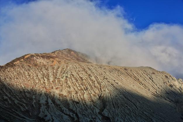 Auf der oberseite des ijen vulkans indonesien