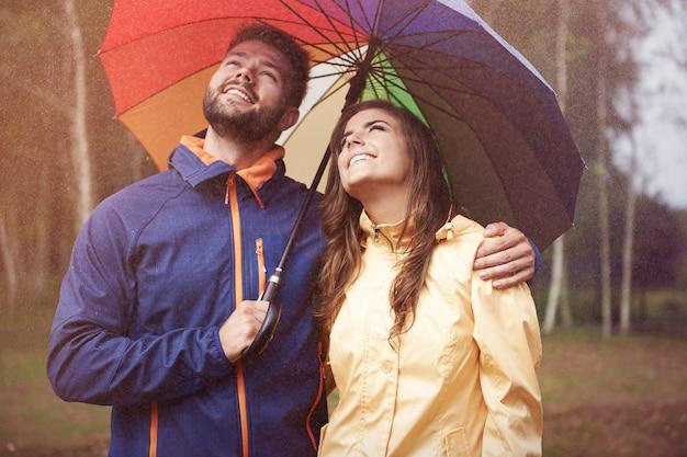Auf der suche nach einer sonne an einem regnerischen tag
