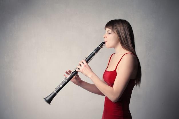 Auf einer klarinette spielen
