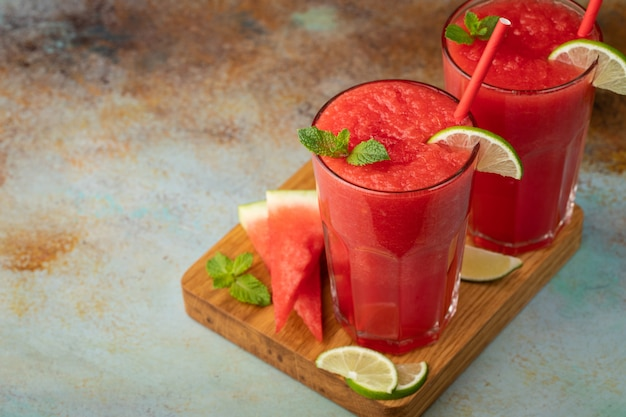 Auffrischungsgetränk des wassermelonenslushie-sommers.
