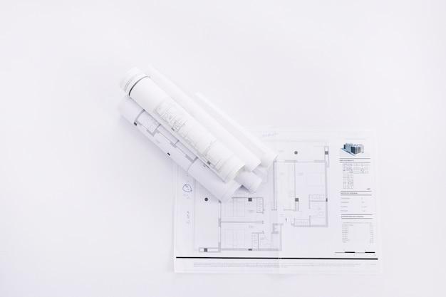 Aufgerollte konstruktionszeichnungen