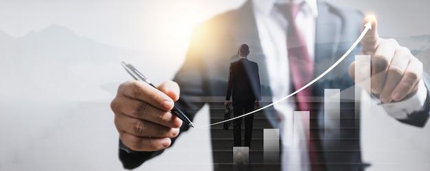 Aufgewachsen von business-finance-technologie und investment trading trader investor. aktienmarkt-investmentfonds und digitale vermögenswerte. geschäftsmann, der finanzmarketingdaten des devisenhandelsdiagramms analysiert.