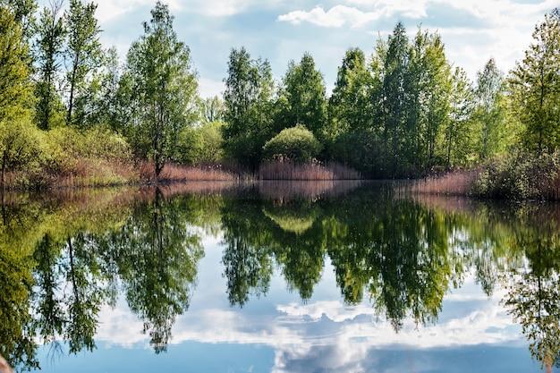 Aufnahme der malerischen natur, malerischen romantsevskiye-gebirge (konduki) in russland