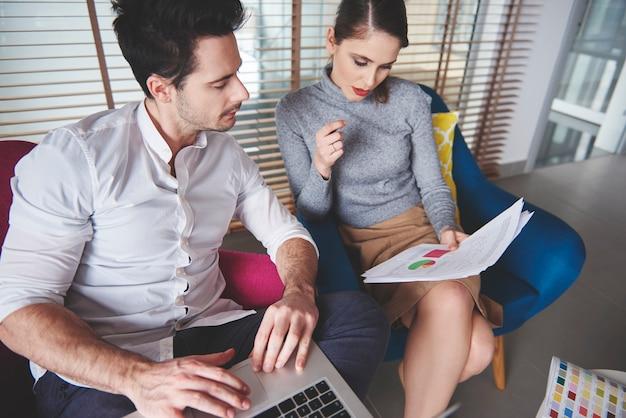 Aufnahme einer guten zusammenarbeit im frischen team