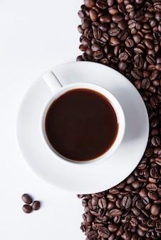 Aufnahme einer tasse kaffee bei studioaufnahme