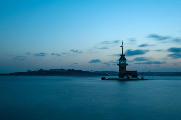 Aufnahme eines anatolischen parks, der im sonnenaufgang in der türkei gefangen genommen wird