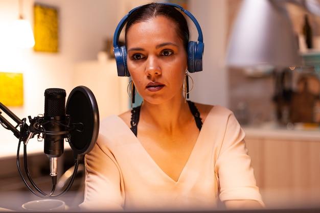 Aufnehmen von audio zu hause mit professionellem mikrofon
