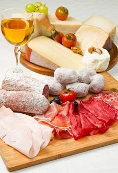 Aufschnitt und käse