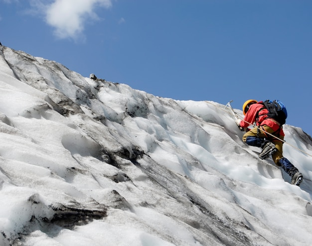 Aufsteigender bergsteiger