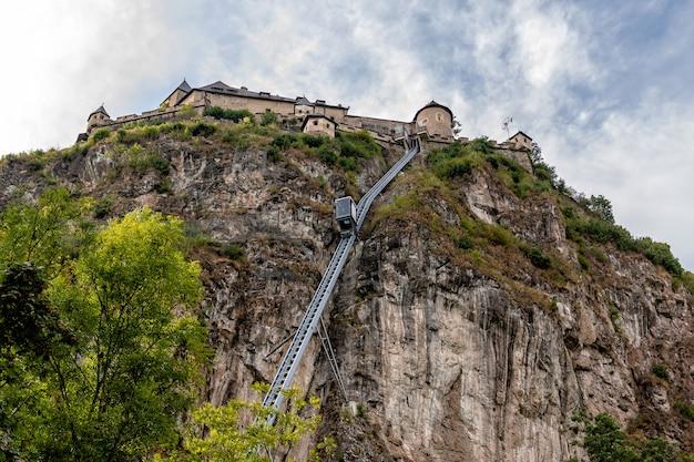 Aufzug zum schloss hochosterwitz auf kärnten in österreich