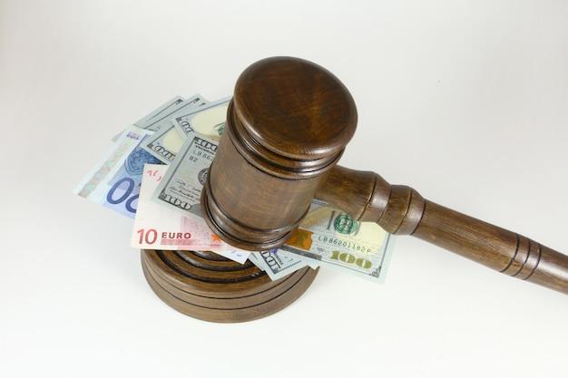 Auktionshammer, symbol für autorität und geld
