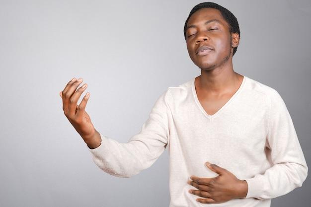 Ausdrucksvoller afroamerikanermann