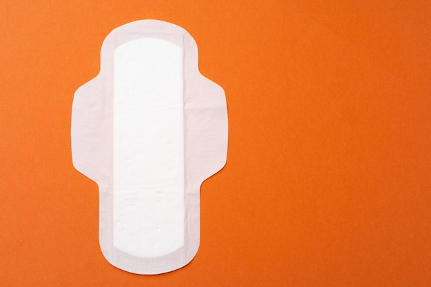 Ausgepackte feminine pad flat lay draufsicht kopierraum