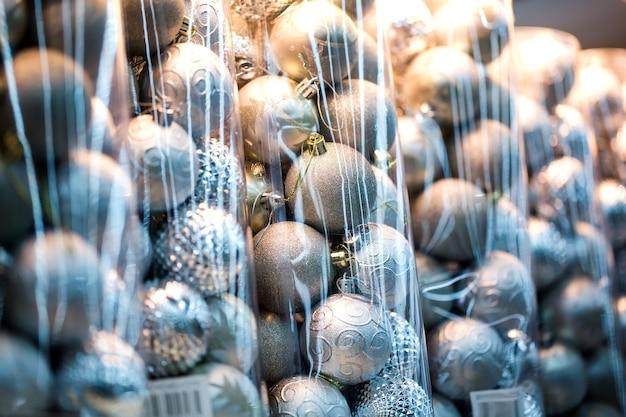 Ausgestellt werden dekoartikel für thanksgiving und weihnachten in verschiedenen designs und farben