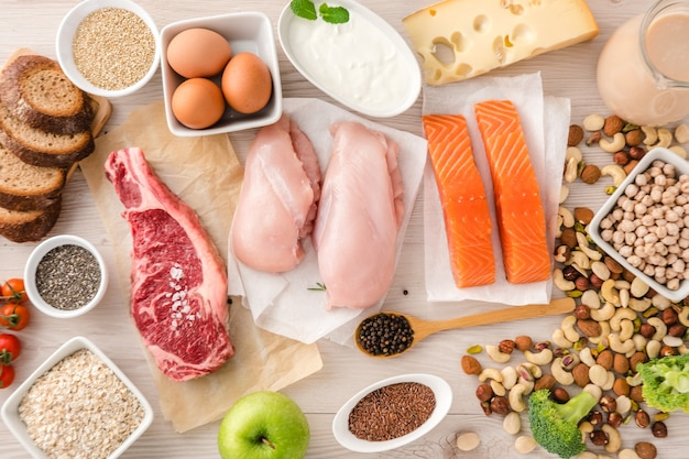 Ausgewogene ernährung lebensmittel hintergrund .. ernährung, sauberes essen lebensmittelkonzept. protein- und bodybuilding-lebensmittel