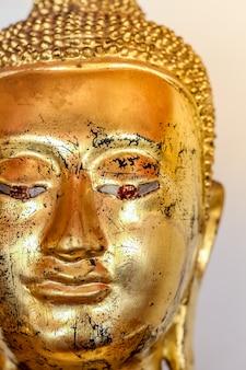 Ausgezeichnete buddha-statue bei wat pho (tempel), bangkok, thailand