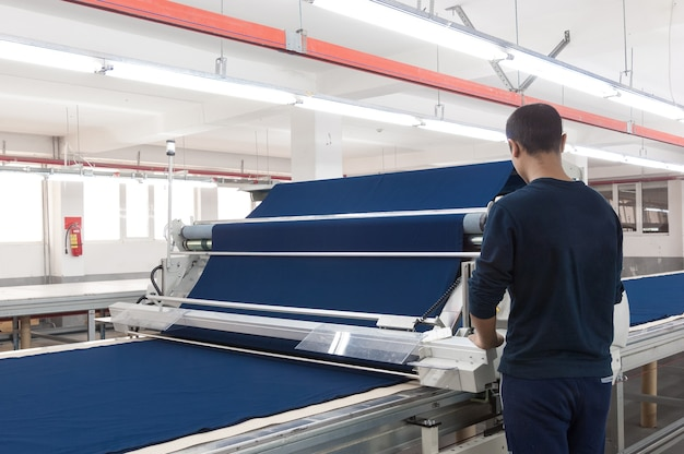 Ausrüstung für die vorbereitung von stoffen in einer bekleidungsfabrik