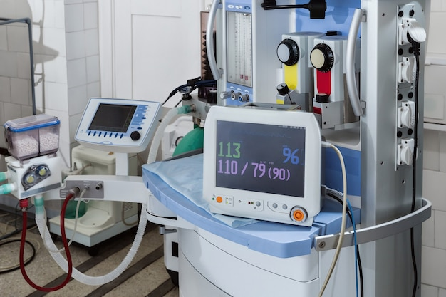 Ausrüstung für wiederbelebung und anästhesie.