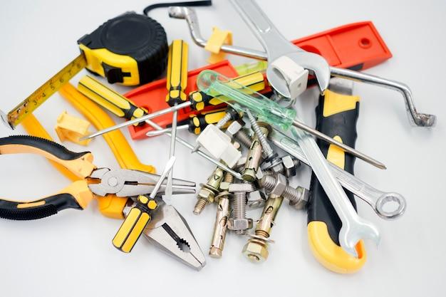 Ausrüstung, werkzeuge und materialien für den bau