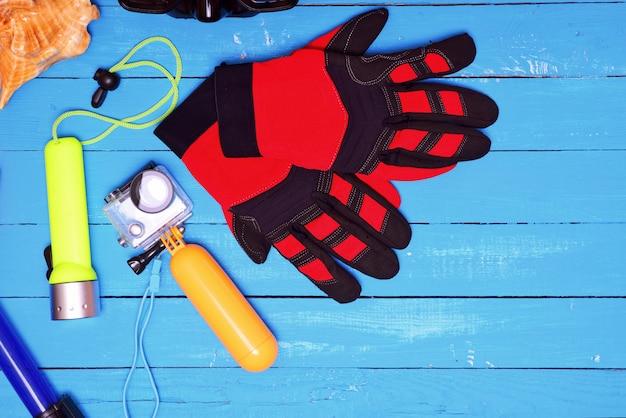 Ausrüstung zum schnorcheln und schießen unter wasser