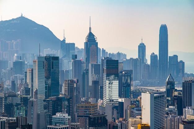 Außenarchitektur des schönen architekturgebäudes der skyline der stadt hongkong