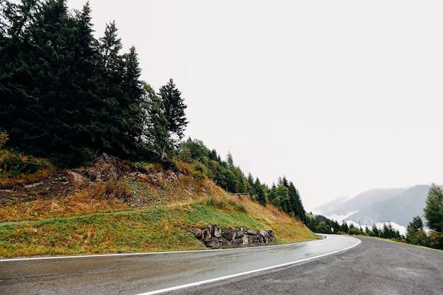 Aussicht auf die berge der schweiz alpen im september. hochwertiges foto