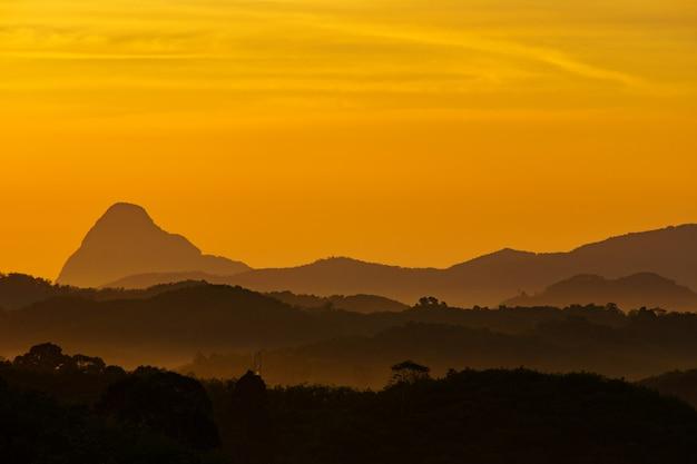 Aussichtspunkt samed nang chee landmark in der andamanensee und in phangnga