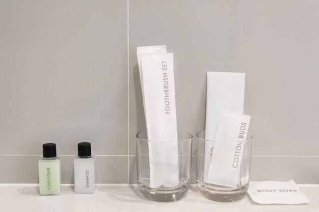 Ausstattung im badezimmer des hotels