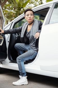 Aussteigen aus dem auto