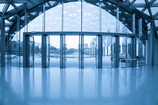 Ausstellungshalle eingangshalle und glasfenster