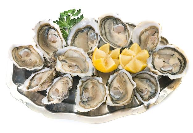 Austern auf silbertablett
