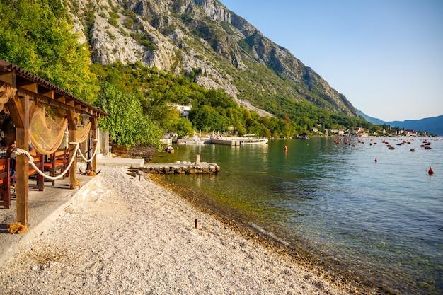Austernfarm in der bucht von kotor montenegro
