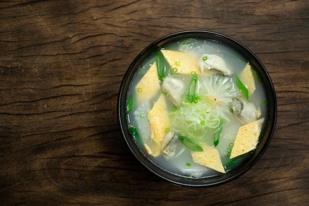 Austernsuppe mit ei und rettich korean food style gulguk