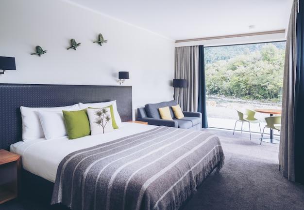 Australisches modernes schlafzimmerinnen-naturfenster