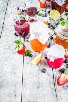 Auswahl an beeren- und fruchtmarmeladen
