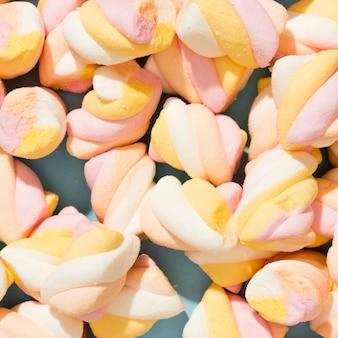 Auswahl an bunten bonbons in nahaufnahme