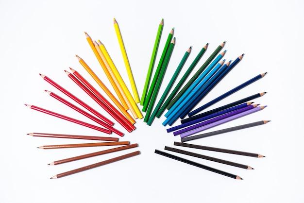 Auswahl an buntstiften. farbige zeichenstifte. farbige zeichenstifte in verschiedenen farben