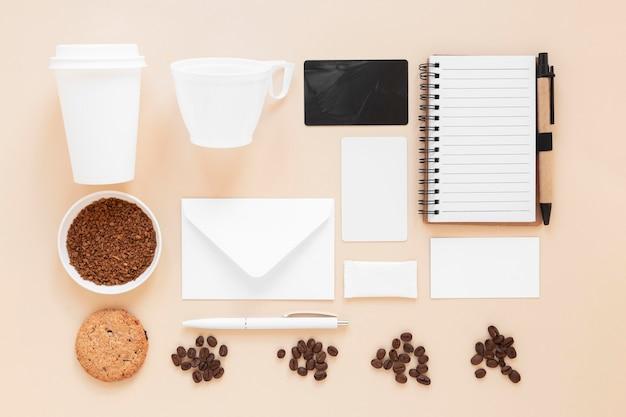 Auswahl an coffeeshop-branding-elementen