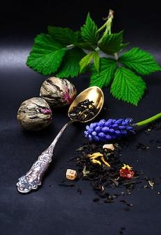 Auswahl an exotischen tees