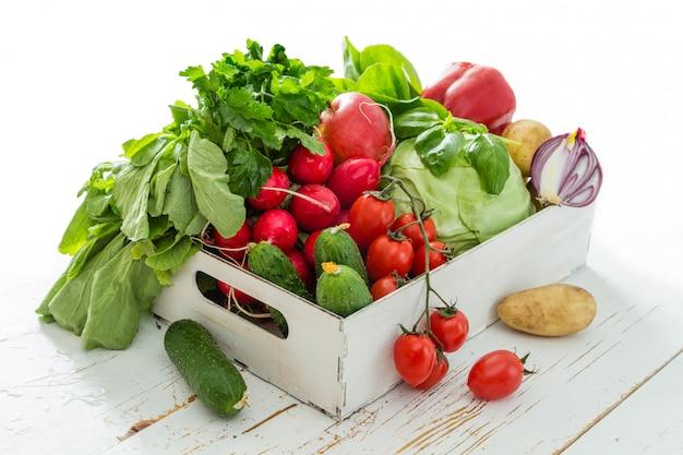 Auswahl an frischem gemüse vom bauernmarkt