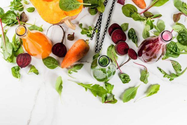 Auswahl an frischen bio-smoothies und gemüse