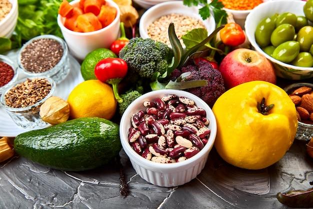 Auswahl an gesunden lebensmitteln
