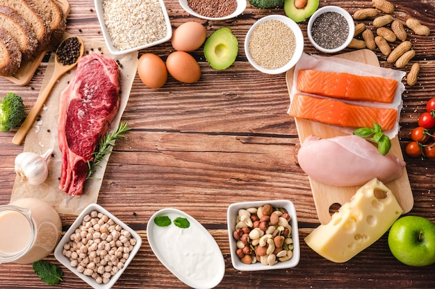 Auswahl an gesunden proteinquellen und bodybuilding-lebensmitteln. diätkonzept