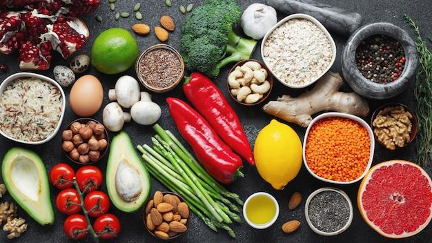 Auswahl an gesunder nahrung.