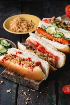 Auswahl an hausgemachten hot dogs