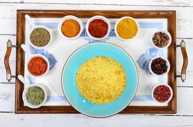 Auswahl an indischen gewürzen
