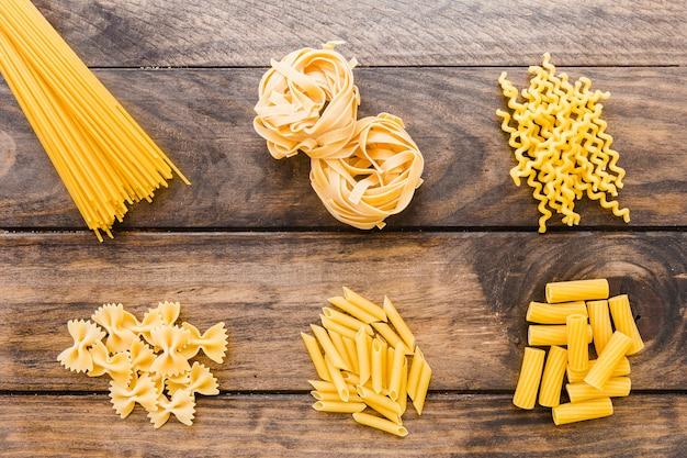 Auswahl an italienischen pasta