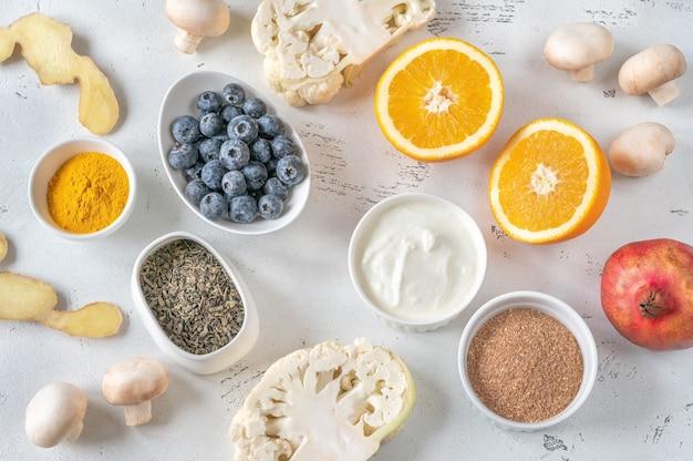 Auswahl an lebensmitteln, die das immunsystem stärken