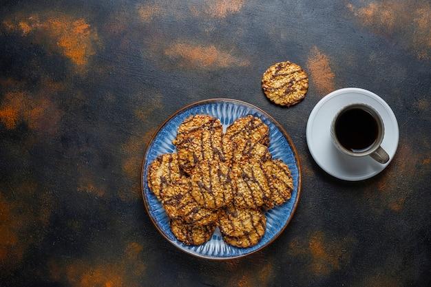 Auswahl an leckeren frischen keksen
